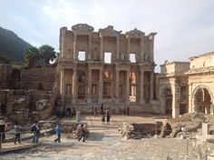 Efes kütüphanesi