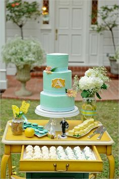 mint and yellow wedding cake / http://www.himisspuff.com/mint-and-yellow-wedding-ideas/7/