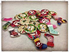 Ja tenim els nous botons de nadal per fer treballs manuals. #merceria #calella #elpedacet #labores #madeyourdelf #nadal #botons #novetats #calella_bcn