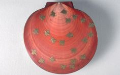 (1) Incense container with design of plovers (article) | Khan Academy