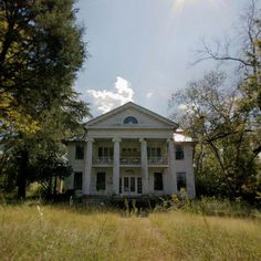 Uniontown, Alabama, United States Oh to have the means to save an old and beautiful house...
