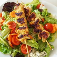 Gemischter Salat mit Putenspießen #lowcarb #healthyfood #salat #salatliebe #abendessen #dinner #samstagabend #weekend #delicious #foodgasm #foodporn #foodlover #foodpic #healthylifestyle #healthy #bestpicoftheday #eatinghealthy #eatclean #vibono #cleaneating #cleanfood #tagsforlikes #solecker by alexwunderwelt