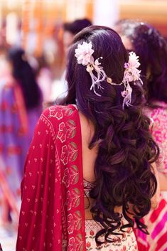 Traditional Jaipur Wedding With A Heartwarming Story Mehndi Hairstyles, Party Hairstyles, Bride Hairstyles, Ethnic Wedding, Indian Wedding Planning, Wedding Function, Indian Beauty Saree, Party Wear Dresses, Bridal Hair Accessories