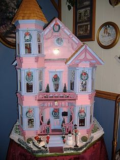 VICTORIAN DOLL HOUSE  So cute decorated for Christmas