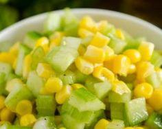 Salade light de concombre, céleri et maïs : http://www.fourchette-et-bikini.fr/recettes/recettes-minceur/salade-light-de-concombre-celeri-et-mais.html