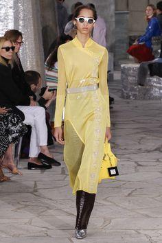 Loewe Spring 2016 Ready-to-Wear Fashion Show - Yasmin Wijnaldum #ShadesOfYellow