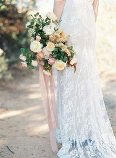 Floral heaven: http://www.stylemepretty.com/2015/06/10/southwestern-floral-inspiration-from-bows-arrows-workshop/ | Photography: Heather Hawkins - http://www.heatherhawkinsphoto.com/