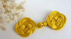 Four Loop Gordian Knot Frog Closure Wizard House Robe Cape Clasp Cloak Clasp Coat Button Gold Chinese Knotting Cord Cosplay Costume Fastener Button Flowers, Felt Flowers, Chinese Flowers, Crochet Buttons, Harry Potter Birthday, My Sewing Room, Button Art, Rug Hooking, Sewing Techniques