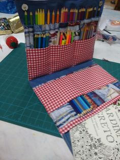 Bolsa para carregar todos os lápis e os livros jsrdim secreto e flotesta encantada