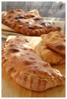 Кальцоне с курицей и овощами Mini Pies, Street Food, Apple Pie, Sandwiches, Bakery, Food And Drink, Bread, Cooking, Ethnic Recipes