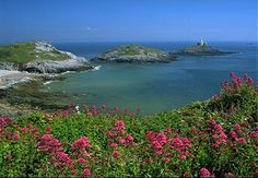 """Mumbles Lighthouse located on """"Mumbles Head"""" - the outer island Swansea, Wales"""