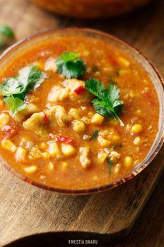 zupa z kukurydzy i pomidorów z kurczakiem i kolendrą