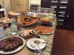 Tutte le mattine i nostri ospiti potranno gustare un abbondante breakfast dolce e salato a buffet, nella veranda loggiata con vista sul giardino #relaisicastagnoni
