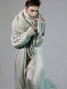 """Силвия Русчева е моден дизайнер и дипломант от магистърски клас 2013 в специалност """"Мода"""" на Нов Български Университет. Ето как единият от преподавателите ѝ, Сандра Клинчева, описва дипломната ѝ колекция Cocoon:"""