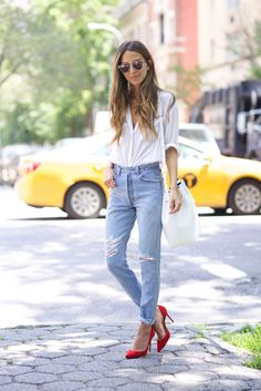 Christian Louboutin OFF!>> Shirt: Elizabeth and James / Jeans: Levi's / Shoes: Christian Louboutin / Bag: Mansur Gavriel Red Heels Outfit, Heels Outfits, Outfit Jeans, Casual Outfits, Fashion Outfits, Wedding Attire For Women, Casual Wedding Attire, Grey Pants Black Shoes, Blue Trousers