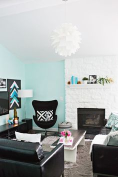Painted white fireplace (!!!)