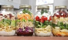 Make These Jarred Pasta Salads Ahead of Time What& better than a pre-made lunch? A HEALTHY pre-made lunch! These jarred pasta salads are easy to make and taste delicious! Mason Jar Meals, Meals In A Jar, Mason Jars, Easy Food To Make, How To Make Salad, Healthy Lunches For Work, Healthy Eating, Healthy Life, Caesar Pasta Salads