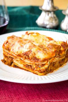 The World's Best Gluten Free Lasagna - this homemade lasagna recipe has hearty meat sauce and three kinds of cheese between layers of gluten free noodles. It's the ultimate Italian comfort food! #lasagna #glutenfree #comfortfood Best Gluten Free Lasagna Recipe, Lasagna Recipe Without Ricotta, Homemade Lasagna Recipes, Gluten Free Lasagna Noodles, Gluten Free Recipes For Dinner, Pasta Recipes, Keto Recipes, Dinner Recipes, Sausage Lasagna
