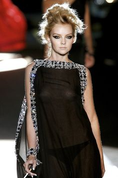 Dsquared² at Milan Fashion Week Spring 2008 - Runway Photos Abaya Fashion, Couture Fashion, Runway Fashion, Fashion Show, Fashion Dresses, Milan Fashion, Fashion 2020, Style Fashion, Party Wear Dresses