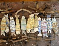 / ceramic fish with driftwood hangers / Ceramics Projects, Clay Projects, Clay Crafts, Ceramic Clay, Ceramic Pottery, Clay Fish, Deco Nature, Pottery Classes, Paperclay