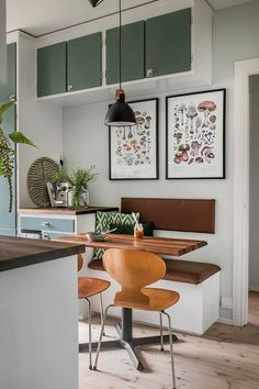 Interior Design Inspiration, Home Interior Design, New Kitchen, Kitchen Dining, Small Cozy Apartment, I Coming Home, Modern Retro, Kitchen Organization, Home Kitchens