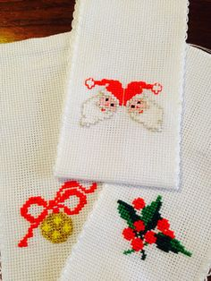 Sacchettini Natalizi punto croce, babbo natale, agrifoglio, pallina - Christmas decorations, cross stitch, Santa Claus, holly