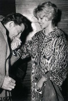 Gérard Phílípe greets Brígítte Bardot, 9 April 1958, at the París premíére of the film 'Móntparnâsse 19' - in which he portrayed Italian artist Amedéo Modíglíaní