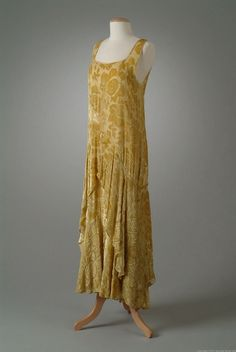 EMBOSSED VELVET DINNER DRESS, 1929 Dinner dress and matching slip of lemon yellow cut velvet on a georgette base. The dress has a tiered skirt cut on the bias. Back 2 Wayne State University 30s Fashion, Fashion History, Art Deco Fashion, Vintage Fashion, Fashion Design, Vintage Gowns, Mode Vintage, Vintage Bags, 1920s Outfits