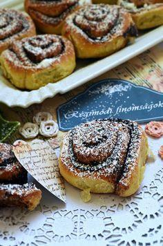 A kakaós csigák királynője, puha, vajas, vaníliás, mesés... Hungarian Desserts, Hungarian Recipes, Hungarian Food, Good Food, Yummy Food, Bread And Pastries, Baking And Pastry, Pastry Recipes, Breakfast For Kids