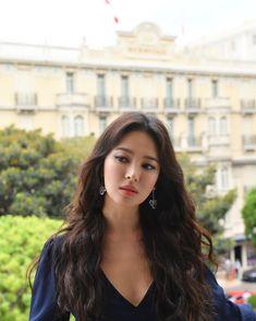 SongHyeKyo / 송혜교/ / 宋慧乔 /Chaumet in majesty exhibition in Monaco. Korean Actresses, Korean Actors, Actors & Actresses, Korean Dramas, Korean Wave, Korean Men, Bridal Mask, Yoo Ah In, Tola