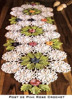 Table runner with Irish Crochet Lace techniques~~~~~ Love, Love, Love this! Wish I knew how to crochet. Crochet Motifs, Freeform Crochet, Crochet Doilies, Crochet Flowers, Crochet Patterns, Crochet Metal, Thread Crochet, Knit Or Crochet, Irish Crochet