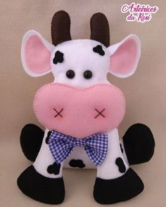 Cow Craft, Art N Craft, Sewing Stuffed Animals, Stuffed Toys Patterns, Clay Crafts, Felt Crafts, Cow Decor, Pillow Crafts, Animal Sewing Patterns