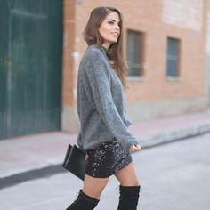 ❤Consigue el total look de @jessiekass con nuestra falda de lentejuelas y el jersey de cuello alto // ❤Get the Jessie's look with our sequins skirt and turtle neck sweater Link in profile to shop #buylevard #fashion #moda#outfit #look #style #trend #musthave#trendy #fashiontrends #streetstyle