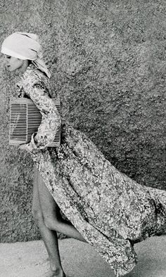 Photo by Arthur Elgort, 1974 Arthur Elgort, 70s Fashion, Look Fashion, Fashion Dresses, Modest Fashion, Womens Fashion, Nostalgia, Vintage Fashion Photography, Hair Raising