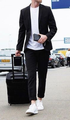 20 casual mens outfits ideas with white sneakers 19 Blazer Outfits Men, Outfits Casual, Stylish Mens Outfits, Mode Outfits, Men Casual, Blue Shirt Outfit Men, Casual Ootd, Man Outfit, Dress Casual