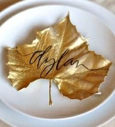 Gold | ゴールド | Gōrudo | Gylden | Oro | Metal | Metallic | Shape | Texture | Form | Composition | maple leaf name place tag table setting