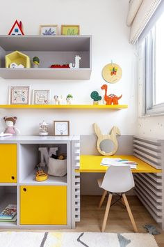 DIY desk for home office ~ Prof Whitebird Home Desk, Home Office, Kids Furniture, Furniture Decor, Küchen Design, Grey Walls, Small Rooms, Playroom, Bookcase