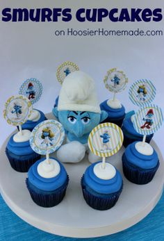 The kids will love these fun and easy to make Smurfs Cupcakes! Recipe and Instructions on HoosierHomemade.com #cupcakes #Smurfs