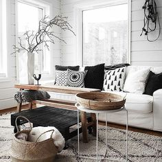 As it's black and white, it may fit in nearly every room. Designing your living room elegantly is one of the fantastic ideas. Always new and advanced, the black white living room is just one of the ideal choices for… Continue Reading → Living Room Pillows, Living Room Furniture, Living Room Decor, Bedroom Decor, Modern Furniture, Home Interior, Interior Design Living Room, Salon Interior Design, Interior Livingroom