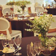 ゲストテーブル装花+洋書+切り株  nico◡̈*blog 手作り結婚式