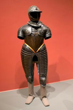 Three-quarter field armor, possibly for Henry Herbert, second Earl of Pembroke, about 1560-1570. 43lbs. 4oz. Northern Italy, Milan Worcester Art Museum - Knight's Exhibit. The John Woodman Higgins Collection.  Photo by Lorinda Dishington Ortiz.