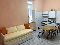 #BestBedAndBreakfastInSorrentoItaly: CANELLI HOUSE SORRENTO, 50 m from Corso Italia offre parking, airport shuttle, family rooms, free WiFi...