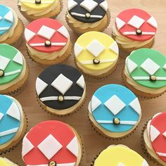 Power Rangers topped vanilla cupcakes with smooth vanilla buttercream, heading off to a school birthday celebration. HAPPY 6th BIRTHDAY!