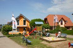 Kinder Spielplatz  http://www.unger-park.de/musterhaus-ausstellungen/chemnitz/galerie-haeuser/ #musterhaus #fertighaus #immobilien #eco #umweltfreundlich #hauskaufen #energiehaus #eigenhaus #bauen #Architektur #effizienzhaus #wohntrends #meinzuhause #hausbau #haus #design