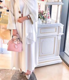 How to wear long cardigan with hijab Modern Hijab Fashion, Hijab Fashion Inspiration, Abaya Fashion, Muslim Fashion, Modest Fashion, Fashion Outfits, Islamic Fashion, Men Fashion, Fashion Tips