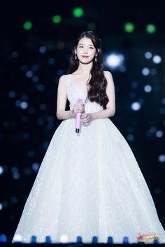 171202 Melon Music Awards Cr: 윤민후 K Pop, Iu Hair, Iu Fashion, Fashion Design, Eunji Apink, Korean Actresses, My Princess, Ulzzang Girl, Music Awards