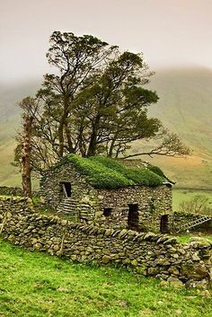 Stone Barn, Yorkshire Dales, England by Gary Kenyon. In Yorkshire terms: a bothy. Yorkshire Dales, Yorkshire England, North Yorkshire, Stone Barns, Stone Fence, Glass Fence, Brick Fence, Concrete Fence, Pallet Fence