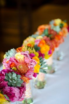 Colorful Centerpieces| Photo: www.johndrussell.com/