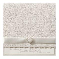 Klassieke trouwkaart met strass steentjes en chique lint Save The Date Karten, Carton Invitation, Wedding Invitations, Prints, Ornament, Weddings, Boho, Collection, Shabby Chic