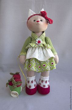Купить Marcy - зелёный, красный, красно-зеленый, клубника, ведерко, летний, Игрушка кошка, кошка